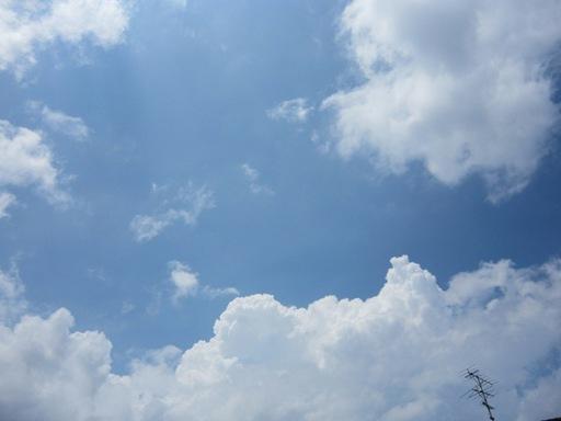 2011年6月25日の鯖江の空もこんな夏空な感じでした